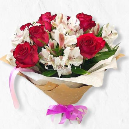 Букет из альстромерий и роз
