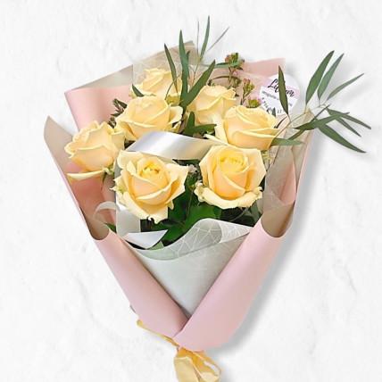 Букет из 7 кремовых роз