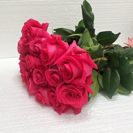 Розы ярко розовые эквадор