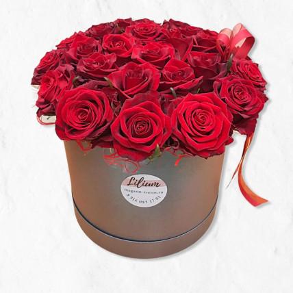 33 красные розы в коробке