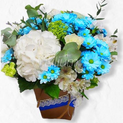 """Композиция из цветов """" Голубка"""""""