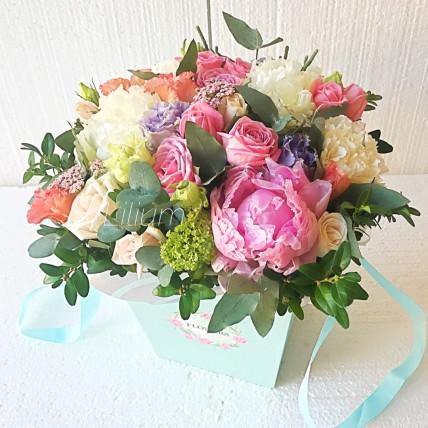 """Цветы в коробке """" Воздушный поцелуй"""""""