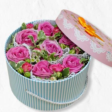 Букет цветов в подарочной коробочке