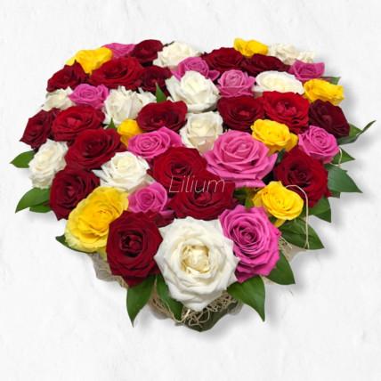 Яркое сердце из роз