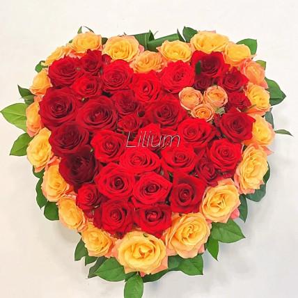 Пламенное сердце из роз