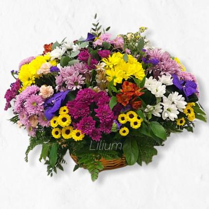 Корзина цветов с хризантемой
