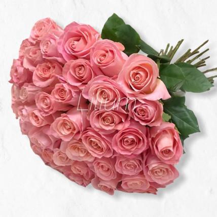 45 пудрово розовых роз