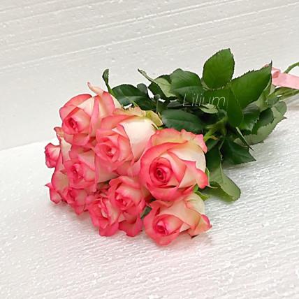Розы розовые с белым российские
